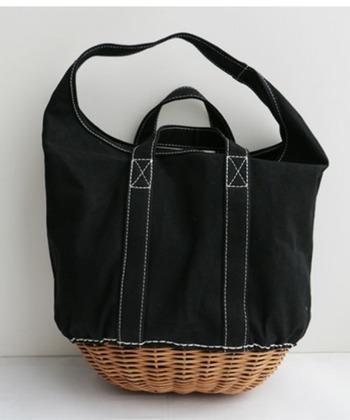 キャンバス地×籐のカゴバッグ。ブラック生地のトーンが落ち着いたデザインは、意外なほど冬コーデとマッチします。