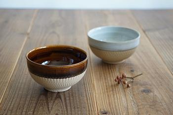 福岡県小石原にある「圭秀窯」のどんぐり椀。その名の通り、どんぐりのようなたまらなく可愛い形に癒されます。釉薬も美しく、カンナ模様にも手作りのあたたかさが感じられます。少し大きめですので、具だくさんの汁物にもぴったり。