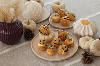 キャンドルを点ければ、ハロウィンパーティーも大人っぽい。 ちょっとお茶目でかわいい手作りお菓子もご一緒に。