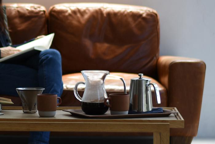 さらに、インスタントコーヒーと比較してみると、ドリップコーヒーには豆本来の香りや味わいを楽しめる魅力があります。インスタントコーヒーや缶コーヒーには、合成甘味料や香料などの「添加物」が含まれていることもありますので、健康を意識する時には気になるところ。その点でも、ドリップコーヒーは豆そのものから抽出したナチュラルなコーヒーを味うことができます。