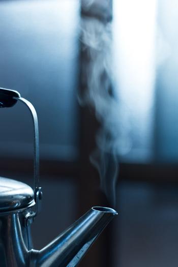 湯たんぽはお湯を沸かして使用するだけなので、電気を使う暖房器具と比べ電気代の節約になります。お風呂の残り湯を使えばとってもエコ!