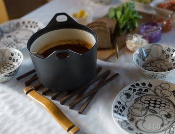 煮込んだ料理をそのままテーブルへ。パラティッシとの相性もバッチリ!何人集まっても素敵なおもてなしを演出することができる有能なお鍋です。