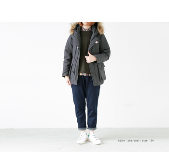 北海道の冬に大活躍してくれるアウターはやっぱりダウンジャケット。 ショート丈のダウンジャケットは、パンツやスカートなどコーディネートに取り入れやすく、防寒にもなるのでおすすめのアイテムです。