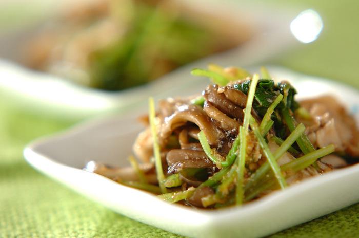 舞茸の豊かな香りが楽しめる和え物レシピ。ヘルシーなきのこがたくさん食べられる一品です。