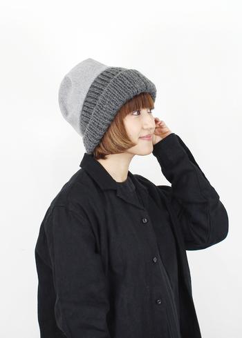 ■chisaki チサキ LOM  頭をすっぽり包み込む大きめシルエットがかわいいニットキャップ。コーディネートしやすいグレーとメンズライクな印象はアクティブ派さんにおすすめです。