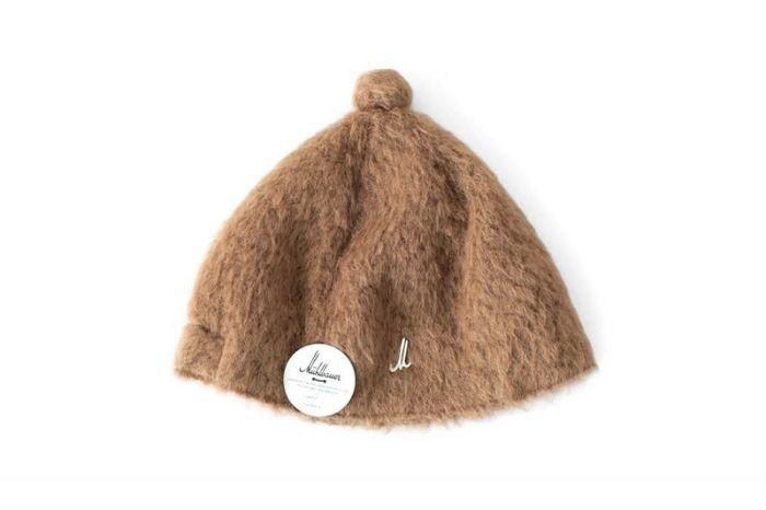 ■Muhlbauer ミュールバウアー ポンポン付 ファー帽子  オーストリアの伝統的な帽子「チロル帽」をベースに作られたモードな帽子。伝統あるミュールバウアーの帽子職人がつくるスペシャルアイテムは、いつものファッションをハイセンスに仕上げてくれます。