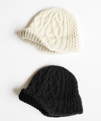 ■mature ha. slant cutting knit cap aran2 lamb  ラムウール×カシミアの上質素材を使ったニット帽は、前が少し長く作られているのがポイント(画像は折り上げています)。かぶるったときのシルエットがきれいに♪