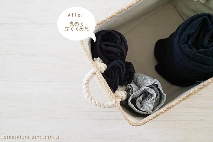 畳んだ後にくるくると丸めて立てて収納すると、上から見やすくなり、洋服を選びやすくなります。丸めることで洋服がコンパクトになるので、収納量も格段にUPしますよ。折りじわが気になる洋服はハンガーに「吊るす」収納がおすすめですが、Tシャツなどを省スペースで収納したい時には「丸める」収納がおすすめです。最近引き出しの中がぐちゃぐちゃになりやすい…と感じたら、ぜひ「たたみ方」を見直してみましょう。