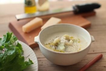 耳つきスープボウルは、たっぷりお野菜の暖かなスープを入れて。あたたかな冬のメニューをこんな器でいただけたら、嬉しくなりますね。