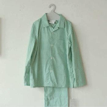 YAECA(ヤエカ)とLandscape products(ランドスケープ プロダクツ)が共同開発したパジャマ。上質なコットン100%で、着心地も抜群です。グリーンのチェックが爽やかですね。