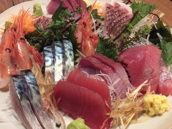 おでんと並び絶品!と常連のお客さんが認めるのがお刺身。静岡出身のオーナーが独自のルートで仕入れた魚は、旬のものを中心の鮮度と味の良さが際立ちます。家庭ではなかなか食べられないお魚も提供されることがあるのも楽しみのひとつ。