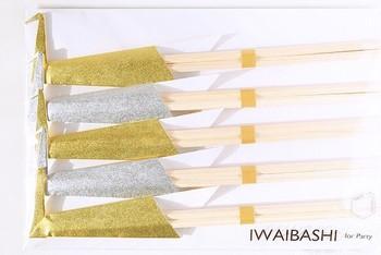 一年の始まりには、祝い箸も豪華なお料理と一緒に食卓を彩ってくれます。祝い箸は箸袋の豪華なデザインもポイントですね。一年に一度でも手作りのものを使うと気分が変わりますよ☆