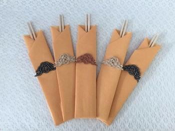 水引や箸袋の紙をナチュラルカラーで揃えると、シンプルだけどとてもお洒落な印象です。