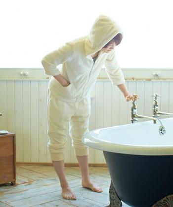 バスローブをイメージしてタオル地でできたパーカーは、綿100%なので吸水性が抜群です。お風呂上がりに羽織るのがおすすめです。