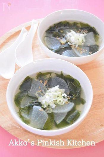 ■ 大根とわかめの中華スープ♡我が家の定番スープです♪ こってりした中華料理には、さっぱりスープを合わせると◎鶏ガラスープの素にお好みの野菜を入れてもOKです。溶き卵を入れてかきたま汁風にしても美味しいですよ。