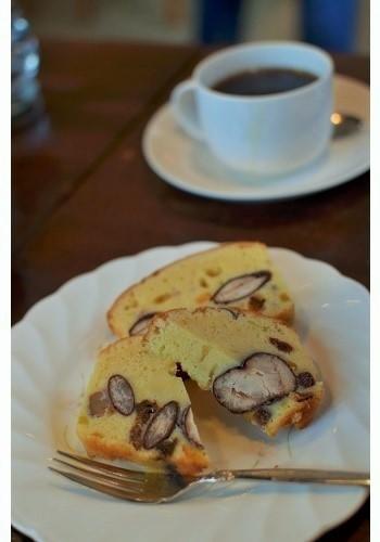 地元産のべにばないんげんを使った『花豆とフルーツのケーキ』。
