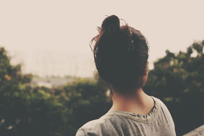 体の中には、他にも温めておきたいところがあります。「首」です。首にはストレスに関係する神経が最も多く通っているといわれています。そんな首を温めれば緊張から解放されて、心に余裕が生まれることでしょう。