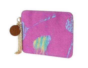 こんなパスケースが通勤バッグから現れたら。考えるだけで楽しくなりますね。