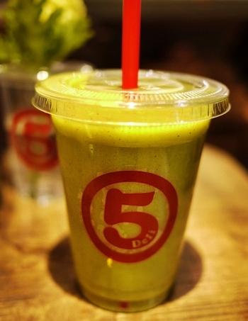 スムージーの中でもちょっぴりクセがあると言われるグリーンスムージーも、後味がさっぱりしていてとても飲みやすいんです。いろんな味を手土産にして、みんなで楽しんでみませんか?