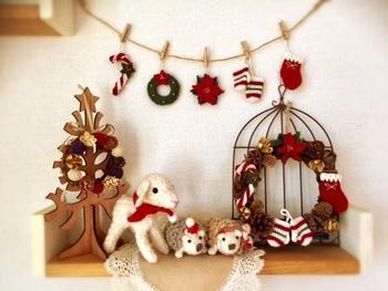 クリスマスプレゼントや年始のお土産として持参する物品は、お出かけ時についでに購入するのがおすすめ。購入するものやショップをリストアップしておけば、買い忘れも防げて時短にもなりますね。