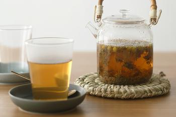 体があたたまるだけでなく、体調に合わせて選ぶとリラックスやストレス解消にもなるハーブティーもいいですね。効用によって9種類あるので、疲れていそうだな、という方には「安らぎのお茶」、いつも生理痛が辛そうな方には「月のお茶」など、送る相手に合いそうなものをセレクトしてみましょう。