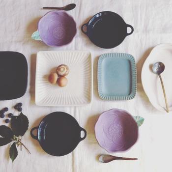 よしざわ窯は、栃木県・益子焼の小さな窯元です。 ~器は使ってこそ生きるもの~ 丁寧に作られた器は、「使う」ことを真ん中に置いて考えられ、どれもシンプルながらもあたたかみのあるデザインが特徴です。