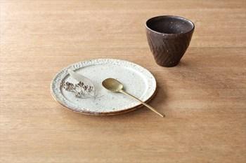 土の質感がテーブルの上にほっこりとした温かみを出してくれるので、寒い季節にもぴったりですね。