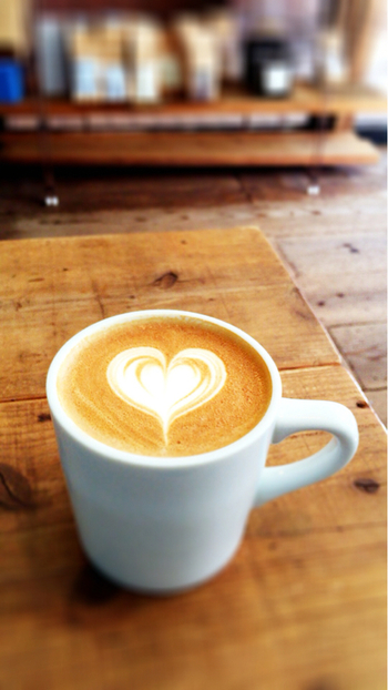 自分で淹れるとなかなか上手に作れないカフェオレを、牛乳で割るだけで簡単に作れると人気。夏は冷たいミルク、冬はホットミルクで割って1年中楽しめます。