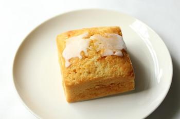 しっとり美味しい贅沢な味わいのパウンドケーキが人気の『エニスモアガーデン』。ベーキングパウダーを使わず、こだわりの素材を活かして、ひとつひとつ手作りされています。程よい甘さで、きめ細かでしっとりした生地はとっても幸せな味わいです。