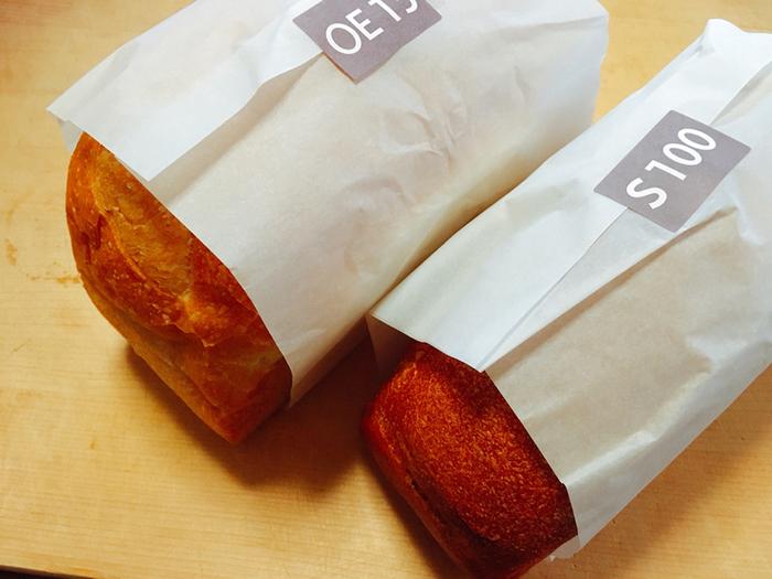 ダンディゾンの食パンは主に4種類。 S100は豆乳をふんだんに使い、砂糖、油脂を使わず作ったもっちりした触感が印象的な食パン。その他に、OE15という名のオリーブオイルが配合されていてしっとりとしたやわらかい食パン。そしてBL30やBE20など発酵バターが配合された飽きのこない優しい味わいの食パンがあります。