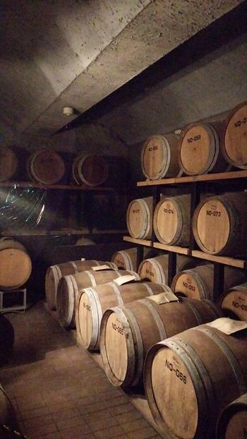 「シャトー勝沼」は、1877年(明治10)年に創業者・今村與三郎がワイン醸造を始めた勝沼最古のワイナリーです。「ぶどうの栽培から醸造、販売まで、全て一貫した手作り」のこだわりのワインを味わって下さい。こちらでは、工場見学、試飲、ショッピングを。
