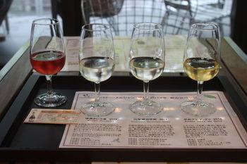 手頃なワインで知られるメルシャンですが、1877年(明治10)年に創立された「大日本山梨葡萄酒会社」が源流の歴史ある会社です。日本の風土でしかワインでしか表現できない個性を追求してきました。 自由見学、ショッピング、そして別料金で試飲も楽しめます。