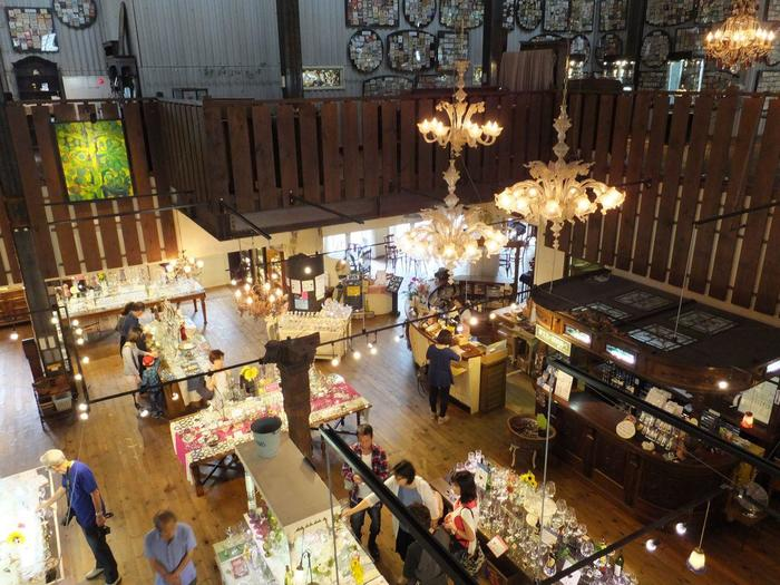 「ワイングラス館」では、世界各地から集められたワイングラス200種類以上を販売しています。美味しいワインに合う、お好みのグラスを探してみませんか?