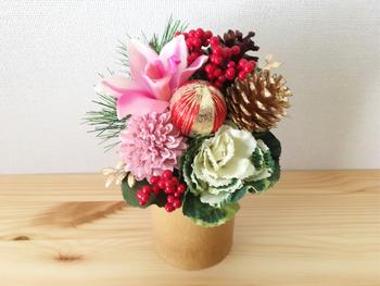 さらにお正月のお花を準備します。計画的に予定をこなして時間に余裕ができたら、アレンジメントをゆっくり楽しむこともできますね。