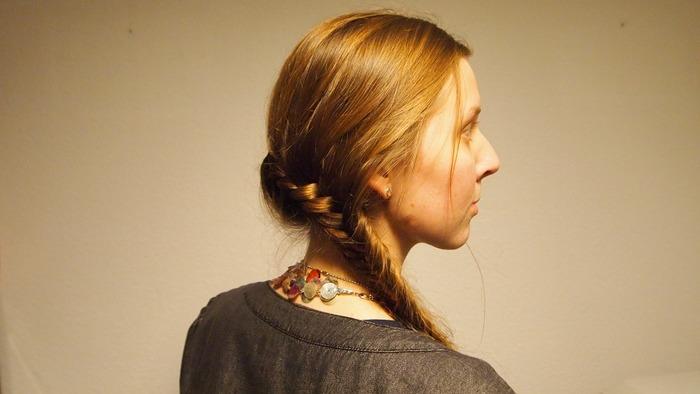 首元の美しさを盛り上げてくれるネックレス。重ね付けしてあえて崩した印象にしてみてはいかが?