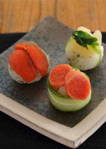 こちらは定番のすし酢ではなく、白ワインビネガーを使って作る甘酢液をご飯に混ぜた手まり寿司。タラコやカズノコなどの素材との相性も注目ポイント!