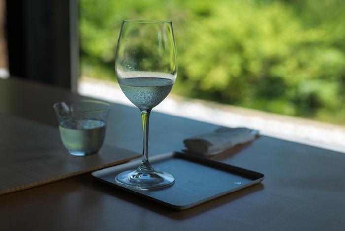 最上級バス「ピアニシモⅢ」に乗り、だわりのレストランとアートを楽しむ贅沢な時間を過ごす旅です。