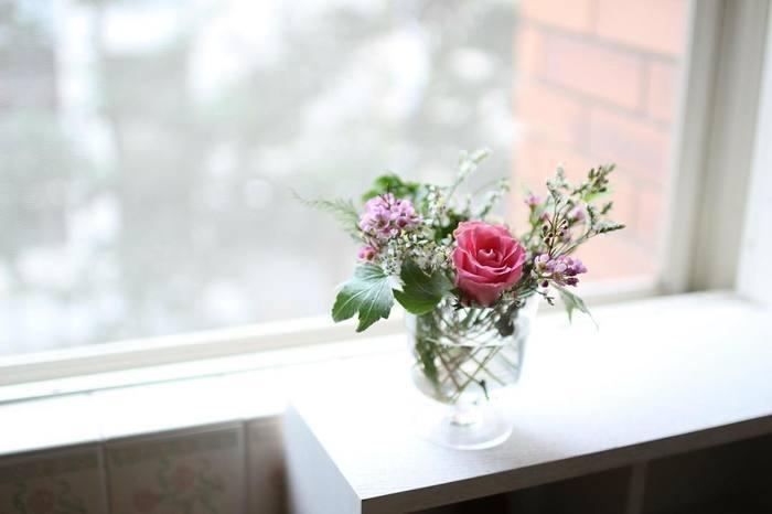 どこかにちょこっとお花があるだけで、お部屋の印象が華やかになります。