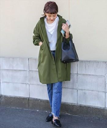 ミリタリー感強めのジャケットですので、スニーカー&リュックを合わせるのでなく、革のバッグ&シューズで適度な上品さをプラス。