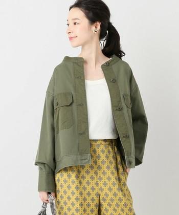 一枚持っていると何かと便利なミリタリージャケット。カジュアルにもキチンと目のコーデにも合うオールマイティーなアイテムです。分厚いコートが必要になる前の季節に、さっと羽織ってこなれ感を演出してみませんか?