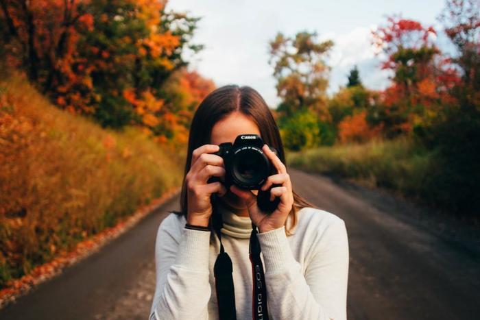 公園をお散歩しながら、心惹かれた風景を写真で切り取ってみませんか?これからの季節、紅葉が綺麗な公園を探してお出かけしてみるのもいいですね。自然の風景は時間によって様々な表情を見せてくれるので、自分だけが見つけた大切な瞬間を逃さず残しましょう。