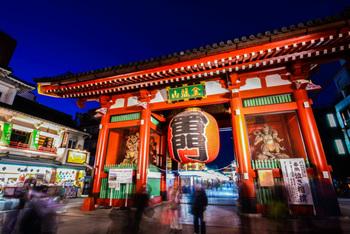 毎日、国内・海外問わず様々なところから観光客が集まる浅草。神社やお寺がたくさんあり、日本の文化や歴史を気軽に感じられる場所です。