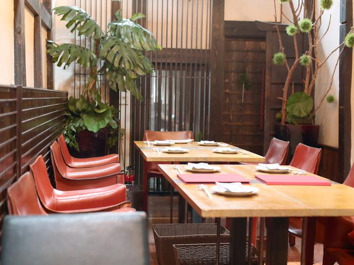 店内はオシャレな町屋風のカフェ。女性に人気が高いのが頷けます。