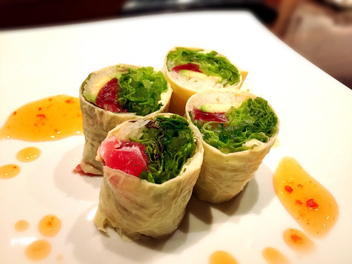 京野菜や生麩、新鮮な魚介類が楽しめるこちらのお店では、生春巻きもライスペーパーでなく、湯葉で巻いています。美しい色合いも京料理らしくて素敵です。