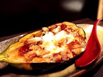 初夏から秋が旬とされる賀茂なすのチーズ田楽。せっかく京都に行ったら、旬の京野菜を味わいたいですよね。