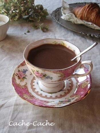 ショコラショーに、ジンジャーハニーシロップを加えたジンジャー風味のショコラショー。香りも良くぽかぽか温まります。