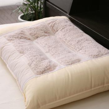 今使っている枕の高さや素材は身体に合っていますか?朝起きても肩や首のコリを感じる方は、枕を見直してみましょう。
