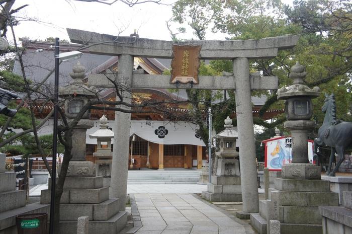岸和田城天守閣の東側に鎮座する岸城神社は、1361年に創建された神社です。関西有数の有名なお祭り、「岸和田だんじり祭り」は、岸城神社の社例祭の一つです。