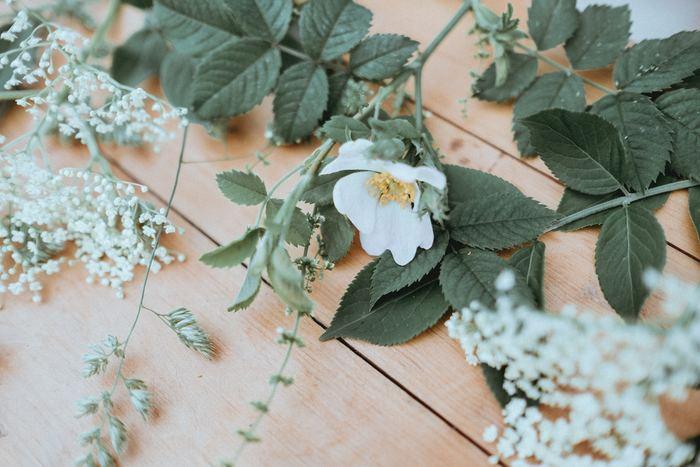 どちらかと言うと華やかなフラワーアレンジメントが好まれる海外に比べて、日本では余白を楽しむ一輪挿しも人気ですよね?帰り道にお気に入りの花を数本買って楽しむ。そんな日本的な楽しみ方にフローラはすんなんりと馴染んでくれます。