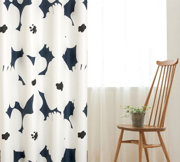 スッキリとシンプルなカーテンにするか、明るくカラフルなカーテンにするかでも、お部屋の印象が大きく変わります。「どんなお部屋にしよう?」と考える際、まずカーテン選びからはじめてみるのも良いかもしれません。